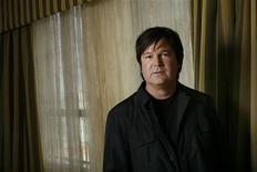 """<p>Gore Verbinski, diretor de """"Rango"""", posa para foto em Beverly Hills, em maio de 2007. A animação estreia no Brasil nesta quarta-feira. 16/05/2007 REUTERS/Mario Anzuoni</p>"""