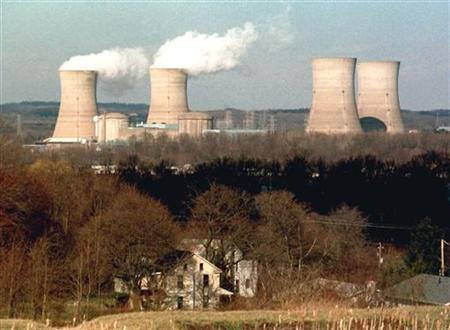 A view of the Three Mile Island nuclear power plant from Goldsboro, Pennsylvania, March 22, 1999. REUTERS/STR New