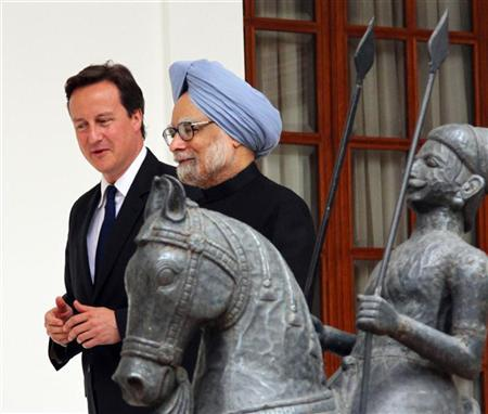 British Prime Minister David Cameron (L) and his Indian counterpart Manmohan Singh walk before their meeting in New Delhi July 29, 2010. REUTERS/B Mathur