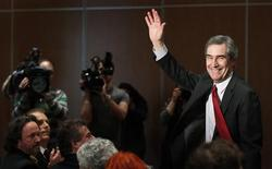 <p>Liberal leader Michael Ignatieff waves to the crowd before his speech to the members of the Chamber of Commerce at the Chateau Laurier in Quebec City March 14, 2011. REUTERS/Mathieu Belanger</p>