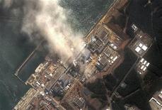 """<p>Реактор №3 атомной электростанции """"Фукусима-1"""" после взрыва, 14 марта 2011 года. Уровень радиоактивности вокруг поврежденной землетрясением атомной электростанции в Японии стал """"значительно"""" выше во вторник после новых взрывов на двух реакторах. В Приморье радиационный фон остается в норме, и угрозы для здоровья и жизни населения нет. REUTERS/Digital Globe/Handout</p>"""