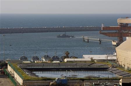 An Israeli naval vessel approaches the port of Ashdod March 15, 2011. REUTERS/Amir Cohen