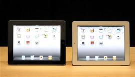 <p>O iPad 2 é exibido em seu evento de lançamento em San Francisco, no dia 2 de março de 2011. A Apple planejava vender o aparelho no Japão a partir de 25 de março, mas postergou a data em face do forte terremoto no país. 02/03/2011 REUTERS/Beck Diefenbach</p>