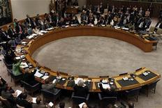 <p>Члены совета ООН голосуют за принятие решения о нанесении военных ударов по Ливии, 17 марта 2011 года. Организация объединенных наций разрешила нанесение военных ударов по Ливии для сдерживания Муаммара Каддафи, пообещавшего пойти на решительный штурм главного оплота мятежников. REUTERS/Jessica Rinaldi</p>