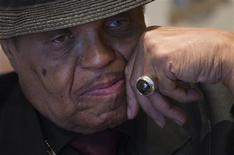 <p>Joe Jackson, father of deceased pop star Michael Jackson, listens to a question during an interview with Reuters in Madrid March 18, 2011. REUTERS/Juan Medina</p>