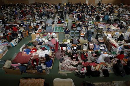 People evacuated from the disaster zone pass the time at a sport hall turned shelter in Rikuzentakat, March 21, 2011. REUTERS/Damir Sagolj