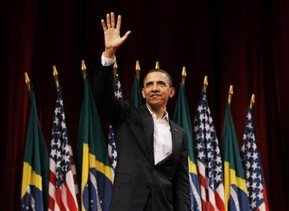 U.S. President Barack Obama waves to the audience after delivering remarks at the Theatro Municipal do Rio de Janeiro March 20, 2011. REUTERS/Jason Reed