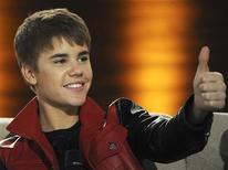 """<p>Cantor Justin Bieber participa de programa da televisão alemã, em Ausburg, 19 de março de 2011. Seu filme, """"Justin Bieber: Never Say Never"""" ultrapassou """"This Is It"""", de Michael Jackson, nas bilheterias. 19/03/2011 REUTERS/Christof Stache/Pool</p>"""