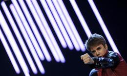 "<p>Canadian singer Justin Bieber performs on stage during the German TV game show ""Wetten Dass...?"" (Bet it...?) in Augsburg, southern Germany, on March 19, 2011. REUTERS/Christof Stache/Pool</p>"