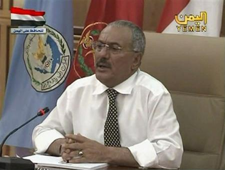 Yemen's President Ali Abdullah Saleh meets with defence force officials in Sanaa, March 21, 2011. REUTERS/Yemeni TV via Reuters TV
