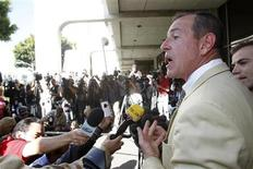 <p>Foto de archivo del padre de la actriz Lindsay Lohan, Michael Lohan, durante una conferencia de prensa a la salida de una corte de Beverly Hills, sep 24 2010. El padre de Lindsay Lohan fue arrestado tras una aparentemente agitada confrontación con una ex novia, reportaron el martes la policía y sitios web sobre celebridades. REUTERS/Mario Anzuoni</p>