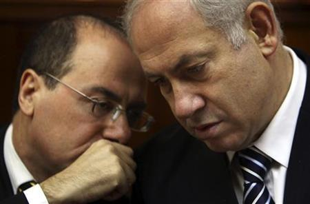 Israel's Prime Minister Benjamin Netanyahu listens to Vice Prime Minister Silvan Shalom (L) during the weekly cabinet meeting in Jerusalem in this July 19, 2009 file photo. REUTERS/David Silverman/Pool