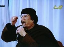 """<p>Кадр из видеообращения Муаммара Каддафи в Триполи, 15 марта 2011 года. Бомбящие Ливию западные державы кончат на """"свалке истории"""", убежден ливийский лидер Муаммар Каддафи, войска которого продолжают успешно отбивать набеги повстанцев и после четырех дней авиаударов сил западной коалиции. REUTERS/LIBYIAN TV via Reuters TV</p>"""