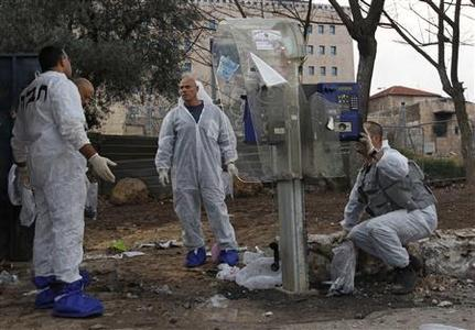 Israeli police explosives experts survey the scene of an explosion in Jerusalem, March 23, 2011. REUTERS/Ronen Zvulun