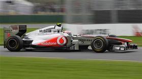 <p>Jenson Button, da McLaren, durante a segunda sessão de treino para o Grande Prêmio da Austrália no circuito Albert Park, em Melbourne. 25/03/2011 REUTERS/Mark Horsburgh</p>