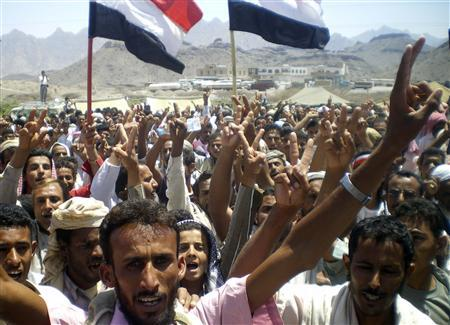 Anti-government protesters, demanding the resignation of Yemeni President Ali Abdullah Saleh, shout slogans during a rally in the southern city of Karish March 25, 2011. REUTERS/Stringer