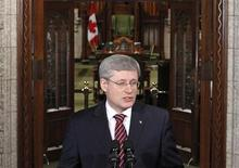 <p>Canada's Prime Minister Stephen Harper delivers a statement in the foyer of the House of Commons on Parliament Hill in Ottawa March 25, 2011. REUTERS/Chris Wattie</p>