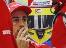"""<p>Fernando Alonso estava """"mais ou menos feliz"""" por terminar Grande Prêmio da Austrália deste domingo fora do pódio. Uma largada ruim deixou o espanhol lutando com unhas e dentes por pontos. REUTERS/Daniel Munoz</p>"""