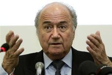 <p>Presidente da Fifa, Joseph Blatter, durante conferência em Genebras. Blatter alertou o Brasil que o país precisa acelerar os preparativos para sediar a Copa do Mundo de 2014. 28/03/2011 REUTERS/Denis Balibouse</p>