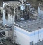 """<p>Поврежденный реактор № 4 АЭС """"Фукусима-1"""", 17 марта 2011 года. Франция и США помогут Японии в борьбе в утечкой радиации с аварийной АЭС """"Фукусима-1"""", ставшей самым серьезным ядерным кризисом со времен чернобыльской катастрофы в 1986 году. REUTERS/Tokyo Electric Power</p>"""