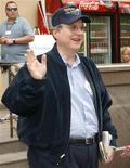 <p>Foto de archivo del Cofundador de Microsoft Paul Allen durante una conferencia de prensa en Idaho, EEUU, jul 12 2007. Allen ha acusado a su ex socio Bill Gates de conspirar para disminuir su participación en la principal compañía de software del mundo antes de que dejara la firma en 1983, y de intentar comprarle su parte de la compañía a un bajo precio. REUTERS/Rick Wilking</p>