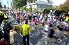 <p>Runners start the 114th running of the Boston Marathon in Hopkinton, Massachusetts April 19, 2010. REUTERS/Gretchen Ertl</p>