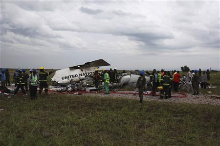 Salvage workers gather at the scene of a United Nations plane crash in Democratic Republic of Congo's capital Kinshasa April 5, 2011. REUTERS/Jonny Hogg