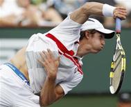 <p>Игорь Андреев отбивает мяч во время игры против Роджера Федерера на турнире Indian Wells ATP, 13 марта 2011 года. Игорь Андреев в понедельник успешно стартовал на турнире U.S. Clay Court Championship в Хьюстоне. REUTERS/Danny Moloshok</p>