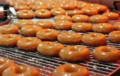 <p>Пончики Krispy Kreme в магазине в Лондоне 3 октября 2003 года. Полиция города Окала в штате Флорида арестовала 20-летнего мужчину, угнавшего грузовик с 338 коробками пончиков, чтобы поспать, передает AOL News (http://www.aolnews.com/) REUTERS/David Bebber</p>