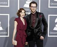 <p>Sean Parker e Alexandra Lenas nos Grammys em Los Angeles. O co-fundador do Napster está noivo da cantora, disse seu porta-voz nesta segunda-feira. 13/02/2011 REUTERS/Danny Moloshok</p>