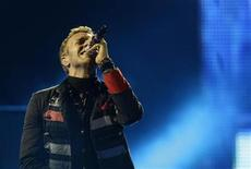 "<p>Singer Chris Martin of Coldplay performs during a concert as part of their ""Viva La Vida"" tour in Barcelona September 4, 2009. REUTERS/Gustau Nacarino</p>"