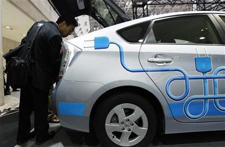 A visitor looks at Toyota's Prius Plug-in Hybrid at the Electronic Automotive Technology Expo in Tokyo January 19, 2011. REUTERS/Kim Kyung-Hoon