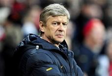 <p>Arsenal's coach Arsene Wenger watches his team during their Champions League match against Dynamo Kiev at the Emirates stadium in London, November 25, 2008. REUTERS/Dylan Martinez</p>
