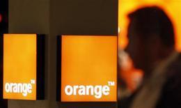 <p>Les concurrents d'Orange font front commun pour demander que l'Etat les protège lors des enchères pour les fréquences mobile 4G, de peur que l'opérateur historique français, plus riche, ne rafle la mise pour conforter son leadership, selon plusieurs sources proches du dossier. /Photo d'archives/REUTERS/Eric Gaillard</p>