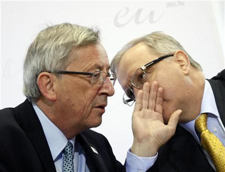 Eurogroup Chairman Jean-Claude Juncker (L) talks to European Economic and Monetary Affairs Commissioner Olli Rehn during an EU Economic and Financial Affairs Council (ECOFIN) informal meeting in Godollo April 8, 2011. REUTERS/Laszlo Balogh