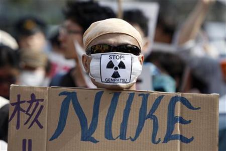 Anti-Atomkraft-Demonstrant während eines Protestmarschs in Tokio am 10. April 2011. REUTERS/Issei Kato