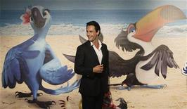"""<p>Rodrigo Santoro, que empresta sua voz ao filme de animação """"Rio"""", comparece à estreia do filme no Rio de Janeiro, em março. A animação em 3D decolou nas bilheterias mundiais, arrecadando cerca de 55 milhões de dólares em seu final de semana de estreia. 22/03/2011 REUTERS/Ricardo Moraes</p>"""