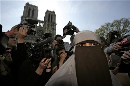 Kenza Drider, a French Muslim of North African descent, wears a niqab outside the Notre Dame Cathedral in Paris April 11, 2011. REUTERS/Gonzalo Fuentes