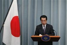 <p>Премьер-министр Японии Наото Кан на пресс-конференции в Токио 12 апреля 2011 года. Хрупкое политическое перемирие в Японии, пытающейся прийти в себя после природных и техногенной катастроф, дало в четверг очередную трещину. Лидер главной оппозиционной партии призвал потерявшего популярность премьера Наото Кана уйти в отставку. REUTERS/Yuriko Nakao</p>