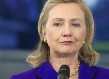 <p>Госсекретарь США Хиллари Клинтон во время встречи с министрами иностранных дел стран НАТО в Берлине, 14 апреля 2011 года. Страны-участницы Североатлантического альянса в четверг отклонили призывы Франции и Великобритании активизировать свои усилия в ходе воздушных боев в Ливии. REUTERS/Saul Loeb/Pool</p>