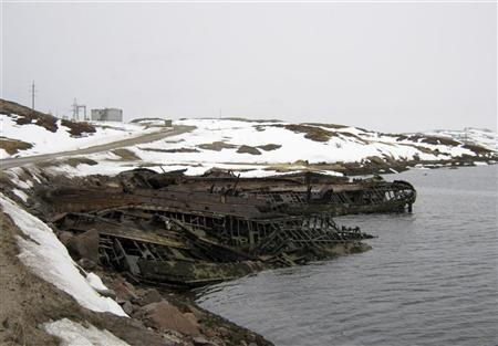 Ruined fishing boats lie on the shore of the Barents Sea in Russia's Arctic village of Teriberka, 120 km (75 miles) east of Murmansk, April 16, 2010. Villagers in Teriberka thought they had struck it lucky when Gazprom declared the village its first onshore transit point for gas from the massive Shtokman field. Picture taken April 16, 2010. REUTERS/Gleb Bryanski
