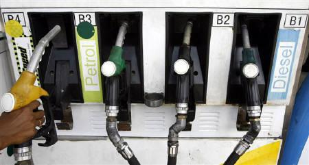 An attendant holds a petrol nozzle at a petrol pump in Siliguri August 5, 2008. REUTERS/Rupak De Chowdhuri/Files