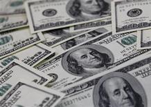 <p>Купюры номиналом в $100 в Сеуле 7 февраля 2011 года. Россия продолжает согласовывать программу кредитования Белоруссии, условия которой на 80 процентов будут совпадать с требованиями МВФ, сказал глава Минфина России Алексей Кудрин. REUTERS/Lee Jae-Won</p>