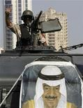 <p>A soldier from the Gulf Cooperation Council (GCC) forces flashes the victory sign as he guards the entrance to Pearl Square from his armoured personnel carrier (APC) in Manama March 19, 2011. REUTERS/Hamad I Mohammed</p>