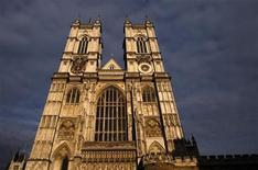 <p>Un atardecer reflejado en la abadía de Westminster en Londres, abr 15 2011. Los usuarios de teléfonos móviles de todo el mundo podrán caminar virtualmente hacia el altar de la Abadía de Westminster antes de la boda del príncipe Guillermo y Kate Middleton. REUTERS/Luke MacGregor</p>