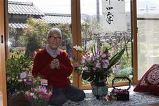 <p>Jirouemon Kimura poses on his 114th birthday at his home in Kyotango, western Japan in this handout photo released by Kyotango City Office on April 19, 2011. REUTERS/Kyotango City Office/Handout</p>
