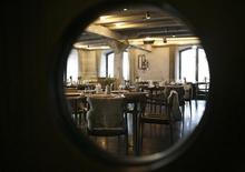 """<p>Зал ресторана Noma в Копенгагене, 12 декабря 2009 года. Копенгагенский Noma второй год подряд занял первое место в списке лучших ресторанов мира британского журнала Restaurant Magazine, в топ-50 которого попали и российские """"Варвары"""". REUTERS/Christian Charisius</p>"""