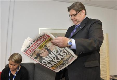 Timo Soini, leader of the True Finns, reads the newspaper as he waits to go on a MTV3 television program in Helsinki, April 18, 2011. REUTERS/Pekka Sakki/Lehtikuva