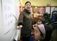 <p>Teacher Kennis Wong (L) points to Chinese characters on the board at Broadway Elementary School in Venice, Los Angeles, California, April 11, 2011. REUTERS/Lucy Nicholson</p>