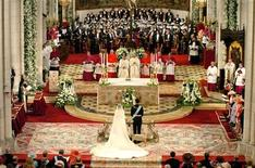 <p>General view of the alter in Almudena Cathedral during the wedding ceremony of Spain's Crown Prince Felipe and Letizia Ortiz in Madrid May 22, 2004. REUTERS/STR New</p>